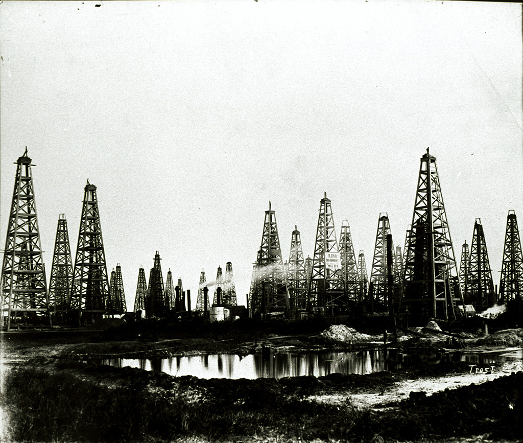 The Oil City in Spindletop, Texas, after the great oil field had been discovered in 1901 © Tyrell Historical Library (Beaumont, Texas) the Gilbert Papers, MS 159
