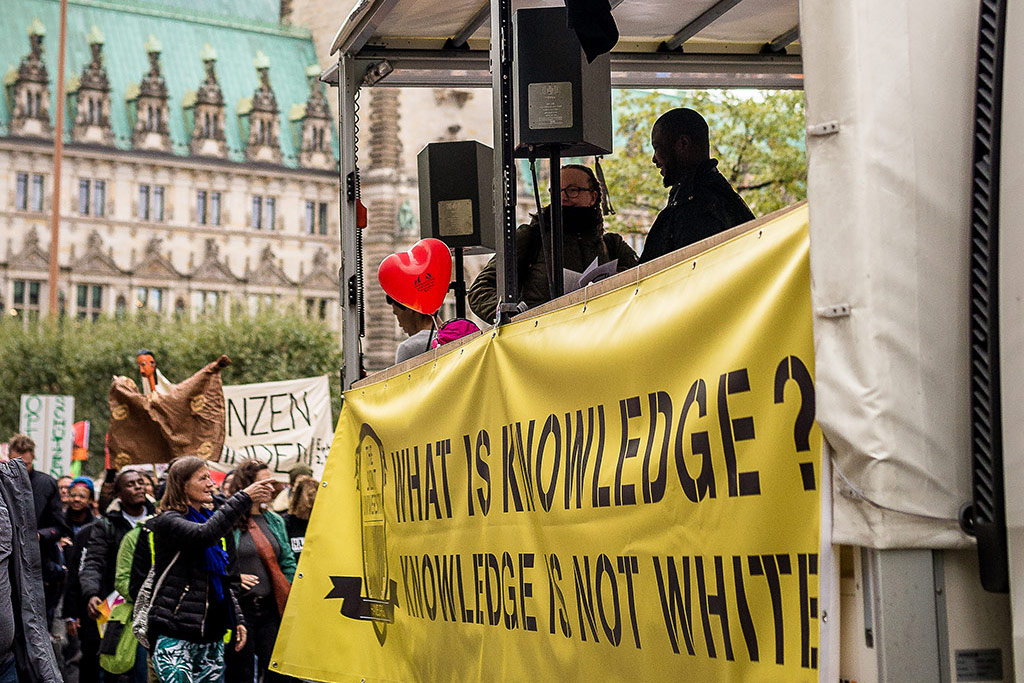 We'll Come United-Parade with TSU-truck at the town hall in Hamburg © Daniel Nide
